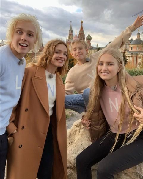 Наталья Водянова с Лукасом, Виктором и Невой