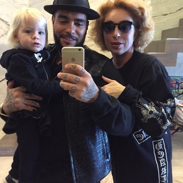 Симона Юнусова с сыном и внучкой
